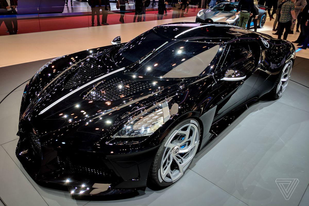 la voiture noir bugatti